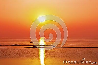 Océano de la puesta del sol de la salida del sol