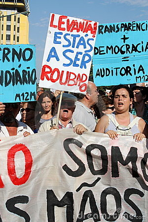 Occupez Lisbonne - protestations globales le 15 octobre de la masse Photographie éditorial