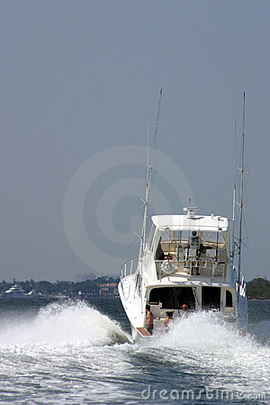 Free Ocean Bound Family Yacht II Royalty Free Stock Photography - 2390127