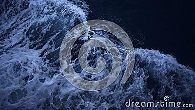 Ocean fala wpływu przepływu zwolnionego tempa wierzchołka widok z lotu ptaka denny tło przy nocą zbiory