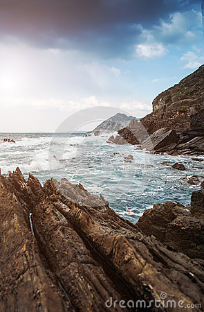 Ocean rocks wavews