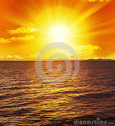 Free Ocean Sunset Sun Water Waves Royalty Free Stock Photos - 27040928