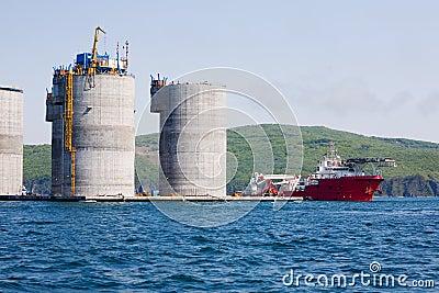 Ocean tug and offshore oil platform