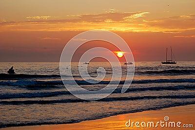 Oceanu kolorowy wschód słońca