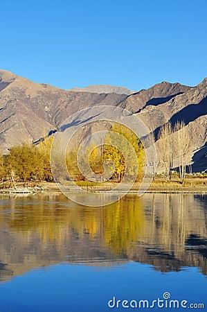 In October Lhasa River