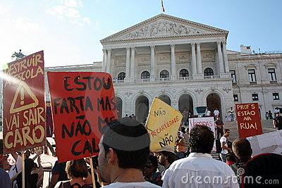 Ocupe Lisboa - protestos globais da massa 15 outubro Foto Editorial
