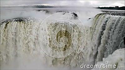 Oerhörd sikt av kraftigt område för hals för jäkel` s av Iguazu Falls på den argentinska sidan, Misiones landskap, Argentina, Syd arkivfilmer