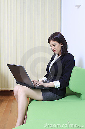 Free Office Woman With Laptop Royalty Free Stock Photos - 22776948