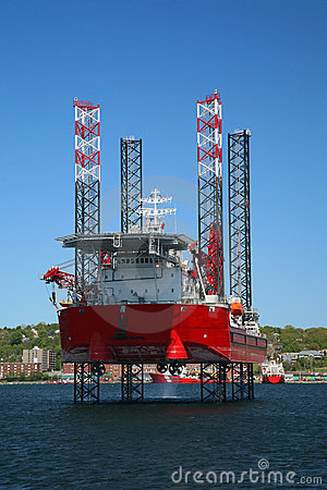 Free Offshore Oil Rig Royalty Free Stock Image - 13915006