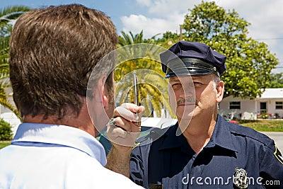 Oficial de polícia - coordenação do olho