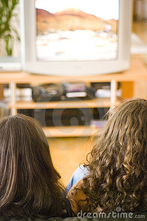 Oglądanie telewizji dziewczyny