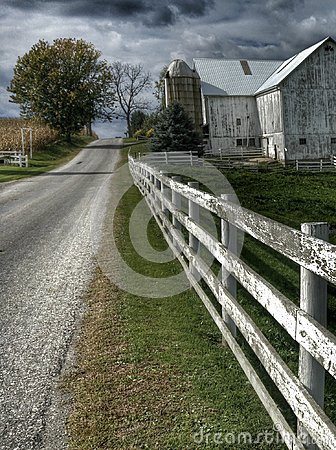 Free Ohio Amish Country With A Barn And A White Fence Stock Image - 101989391