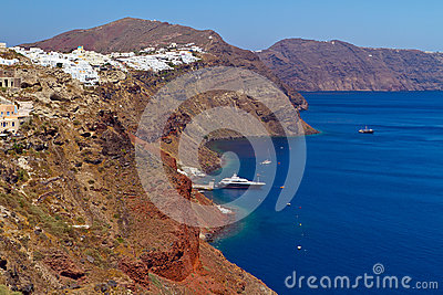 Oia πόλη στον απότομο βράχο Santorini