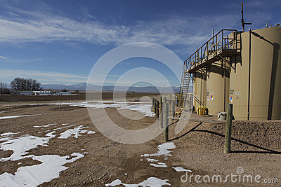 Oil Fracking Rig close to a home in Colorado s farmland. Editorial Stock Image