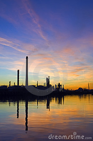 Free Oil Refinery At Sunset Stock Photos - 4286963