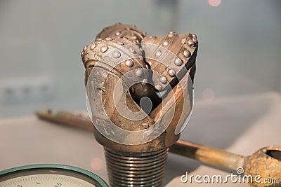 Oil rig drill bit