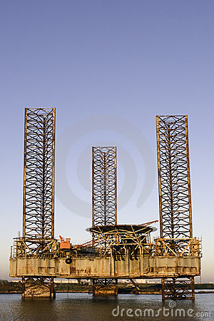 Free Oil Rig Rusting Stock Image - 303161