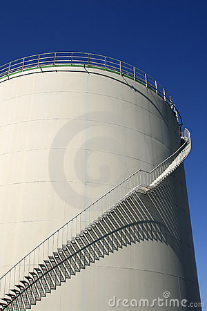 Oil storage with stairs