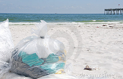 Oil washes ashore in Pensacola Beach Editorial Stock Image