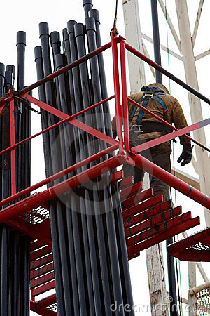 Free Oil Worker On Scaffold Royalty Free Stock Images - 4926709