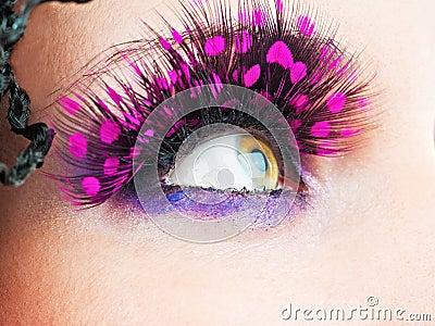 Ojos de la mujer con las pestañas