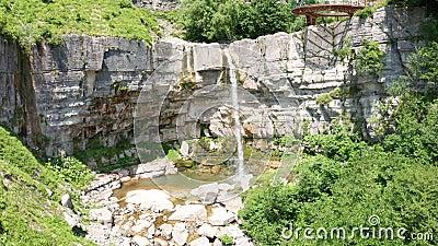 Okatse河峡谷的Kinchkha瀑布 休息于格鲁吉亚 伊梅雷蒂地区高瀑布 洛奇 股票视频