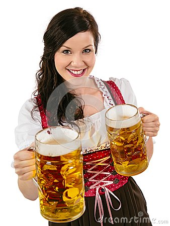 Шикарная официантка Oktoberfest с пивом