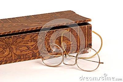 Okulary rękawiczkowi skrzyniowe antykami