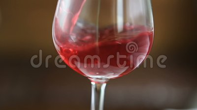 okulary tła odizolowane dolewania białego wina czerwonego zbiory