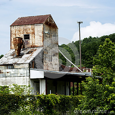 Free Old Abandoned Feed Mill Royalty Free Stock Photo - 57383645