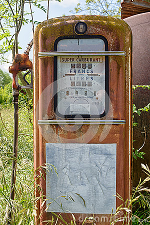 Free Old Abandoned Gas Pump Royalty Free Stock Photo - 72028475
