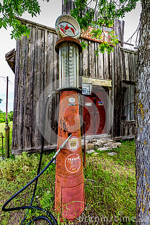 Free Old Abandoned Store In Texas Royalty Free Stock Photography - 64010267