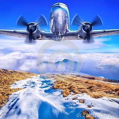 Free Old Airplane Against A Blue Sky Stock Image - 103945171