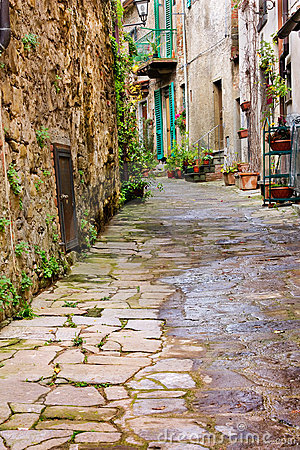Free Old Alley In Tuscany Royalty Free Stock Photography - 22243617