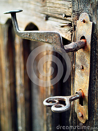 Free Old And Rusted Vintage Door Handle And Beautiful Key Stock Photos - 42501913