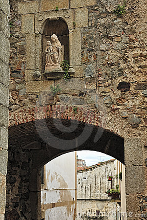 Old arc, wall and image