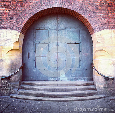 Free Old Arched Door And Steps Royalty Free Stock Image - 27629186