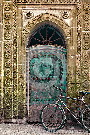 Free Old Bicycle In Front Of A Weathered Door, Morocco Stock Photos - 36694243