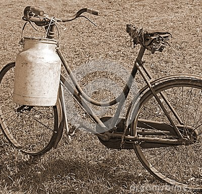 Free Old Bicycle Milkman With Aluminum Bin For Transporting The Milk Royalty Free Stock Image - 101808006