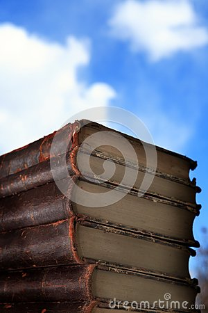 Free Old Books Stack Stock Photography - 113699402