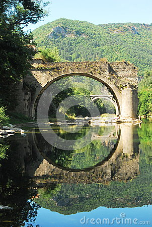 Free Old Bridge Reflecting In The River Tarn Royalty Free Stock Image - 65735216