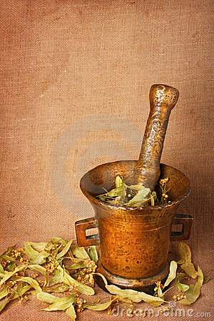 Free Old Bronze Mortar With Herbs Royalty Free Stock Images - 9794969