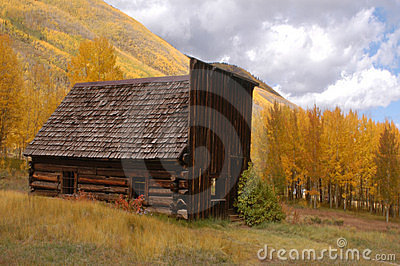 Old building with changing aspens