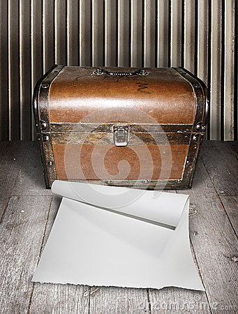 Free Old Chest And Blank Paper Stock Image - 39751821