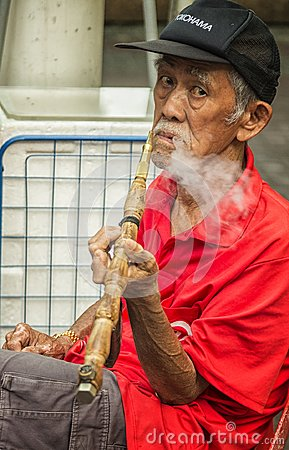 Free Old Chinese Man Smoking Stock Photography - 109848492