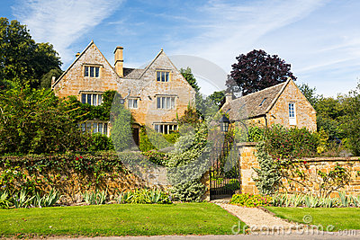 Old cotswold stone house in Ilmington