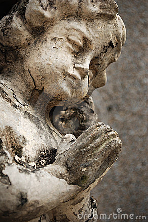 Free Old Crumbling Cherub Angel Statue Stock Photography - 23928192