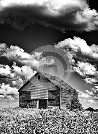 Free Old Desolate Barn With Storm Clouds Overhead Stock Images - 49190984