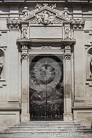 Free Old Door In The Square Of The Famous Basilica Church Of The Holy Cross. Italy Royalty Free Stock Photos - 57455728