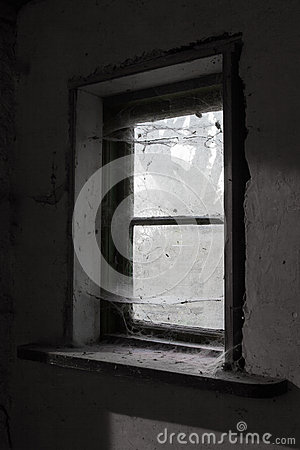Free Old Dusty Barn Window Stock Images - 39888444
